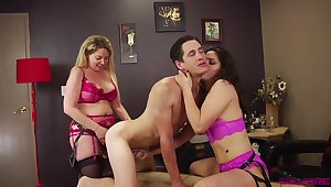 Victoria Voxxx and Kiki Daire destroy one guy with two strapons