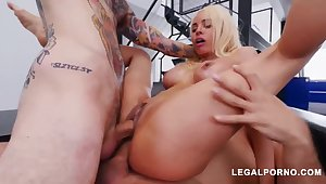 Luna Starlet is a immense culo light-haired doll who loves to obtain doublefucked, until she ejaculates